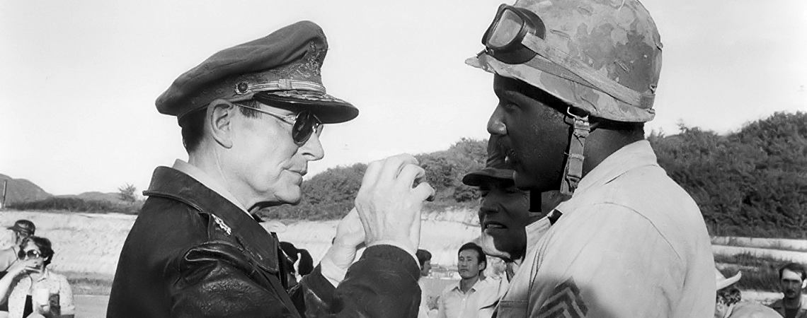 "Richard Roundtree w/Laurence Olivier | ""Inchon"" (1981)"